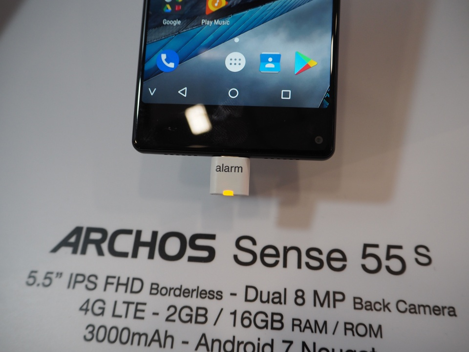 archos sense 55s a bezelless phone for the masses. Black Bedroom Furniture Sets. Home Design Ideas