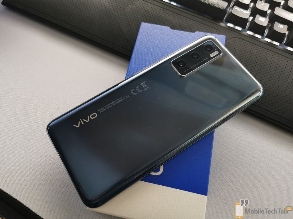 Vivo Y70 on the box